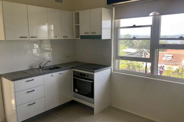 16b Hughes Street, Point Clare NSW 2250