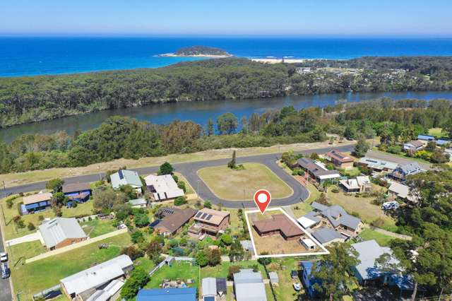 4 Lulworth Crescent, Lake Tabourie NSW 2539