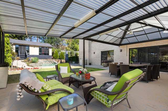 4 Giles Court, Mount Ommaney QLD 4074