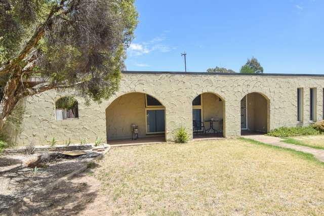15 Willawong Street, Young NSW 2594
