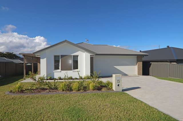 5 Hastings Parade, Sussex Inlet NSW 2540