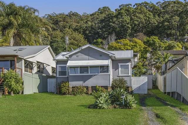 25 Nioka Avenue, Point Clare NSW 2250