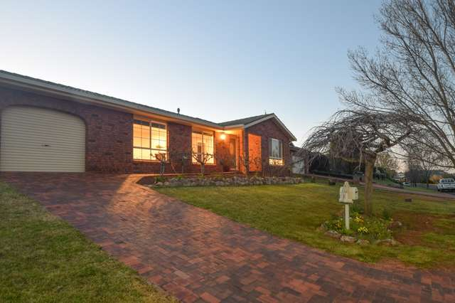 3 Mathew Crescent, Young NSW 2594
