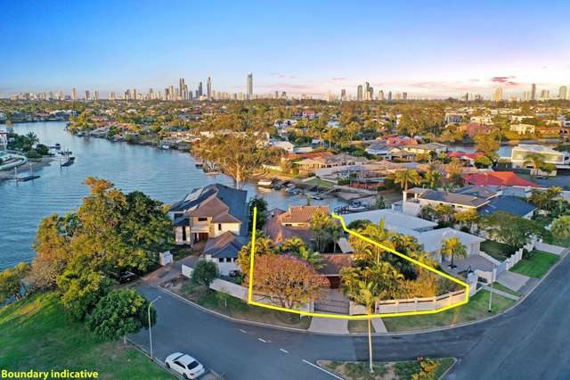4 River Crescent, Broadbeach Waters QLD 4218