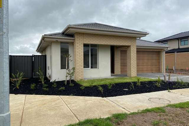 10 Redjim Way, Clyde North VIC 3978