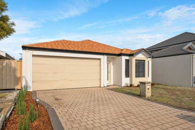 28 Fairlie Drive, Canning Vale WA 6155