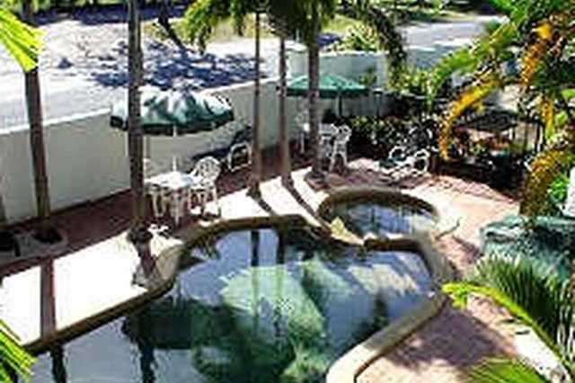 Half Moon Bay/ Resort Holiday Apartments, Yorkeys Knob QLD 4878