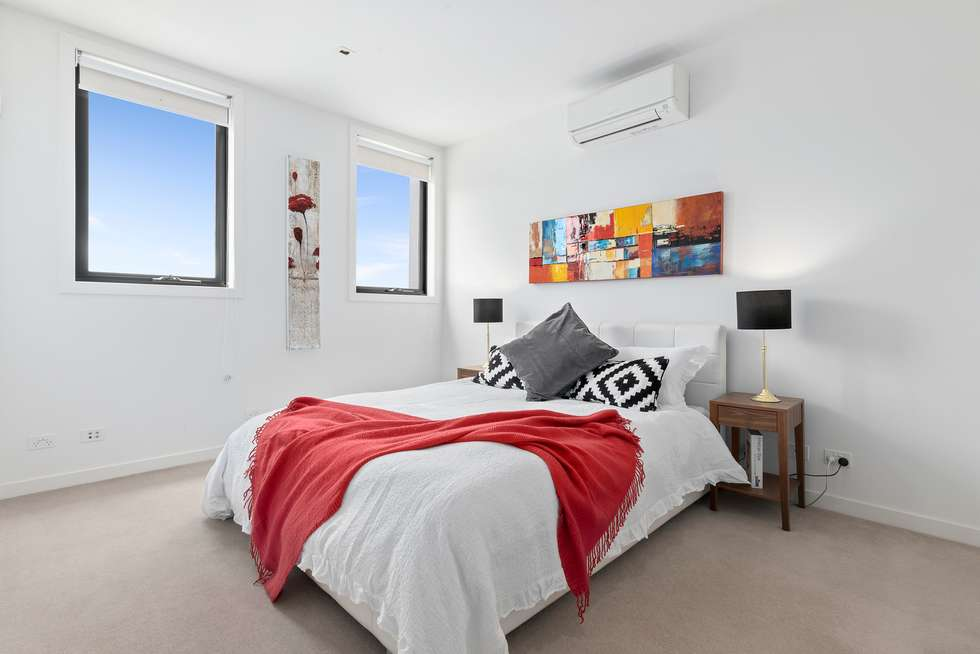 Second view of Homely house listing, 10 Oak Terrace, Wheelers Hill VIC 3150