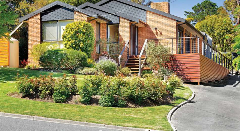 21 Marina Drive, Mount Clear VIC 3350