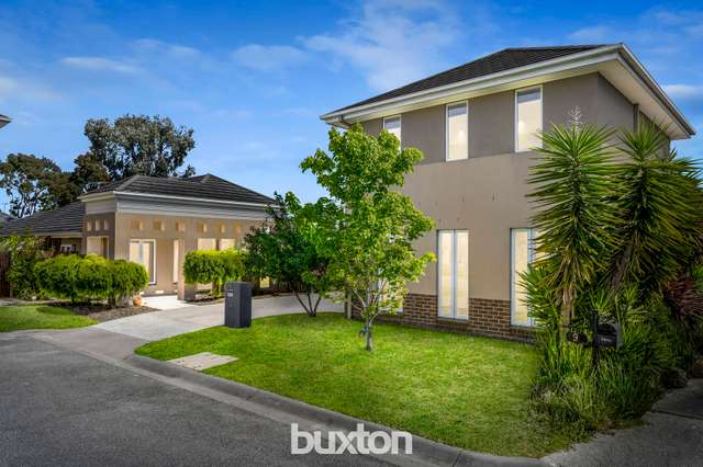 8 Woolcock Close, Burwood VIC 3125