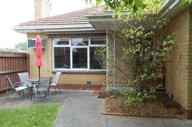 1/3 Simmonds Course, Bentleigh East VIC 3165