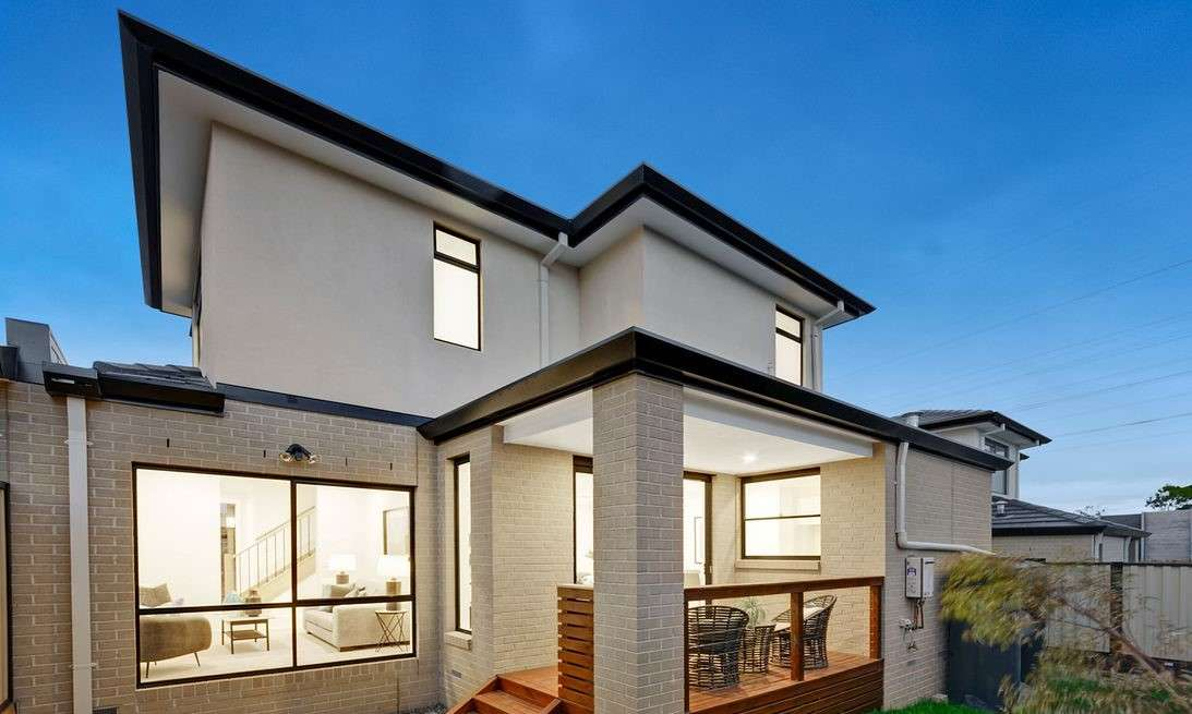 Main view of Homely townhouse listing, 2/38 Damon Road, Mount Waverley, VIC 3149