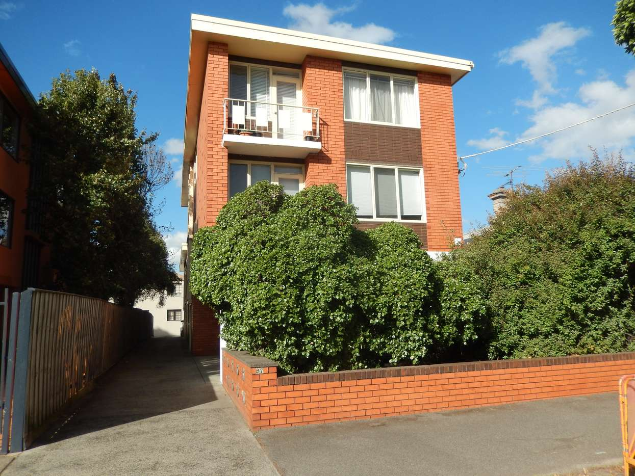 Main view of Homely flat listing, 2/87 Merton Street, Albert Park, VIC 3206