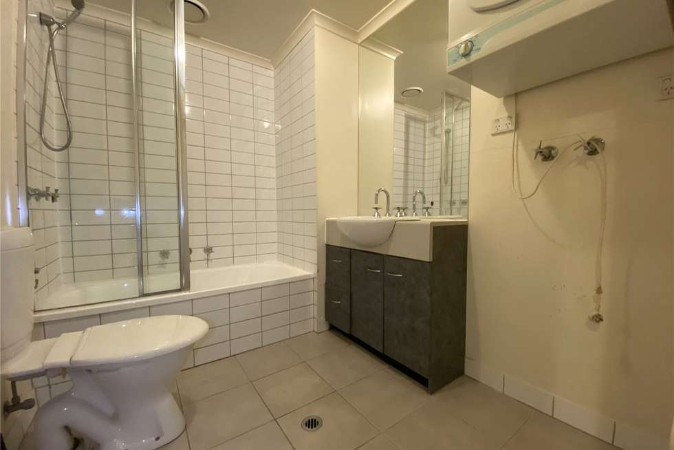 Fifth view of Homely apartment listing, 204/118 Dudley Street, West Melbourne VIC 3003