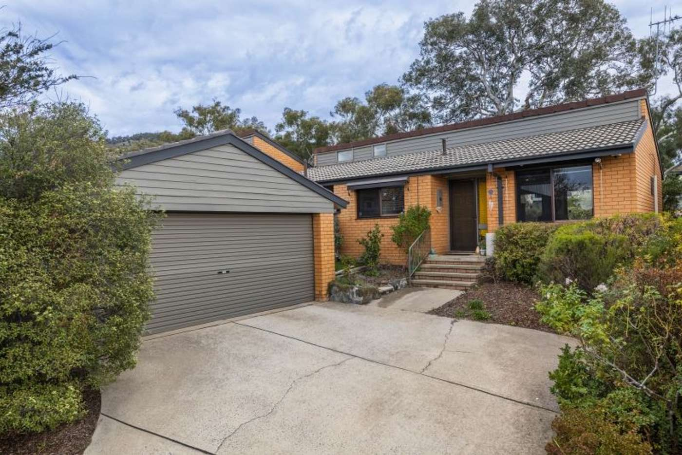 Main view of Homely townhouse listing, 2/2 Hodgson Place, Pearce ACT 2607