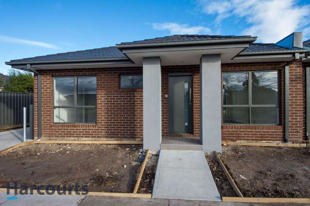 2/2 Border Boulevard, Sunbury VIC 3429