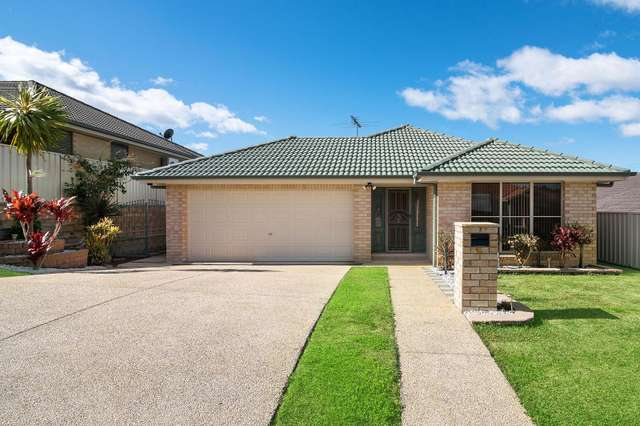 10 Hawkins Place, Cameron Park NSW 2285