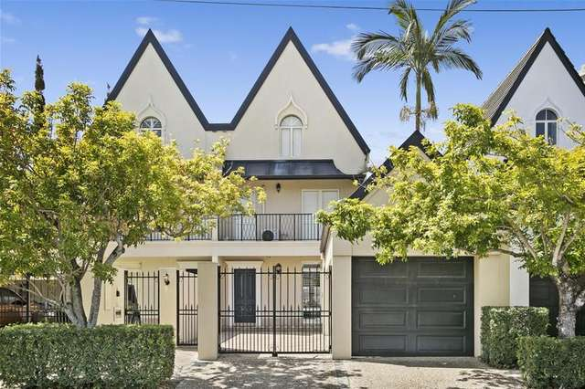 37A Peak Avenue, Main Beach QLD 4217