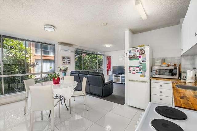 2/17 Darrambal Street, Chevron Island QLD 4217