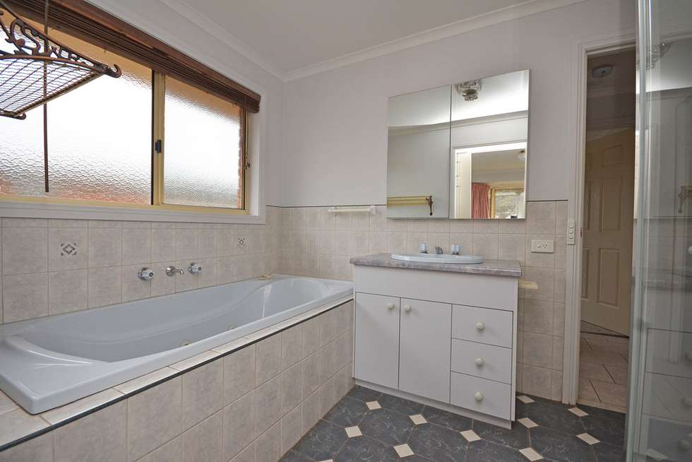 Fifth view of Homely house listing, 2 Canary Court, Wodonga VIC 3690