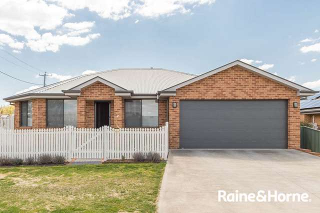 2 Hobson Close, Eglinton NSW 2795