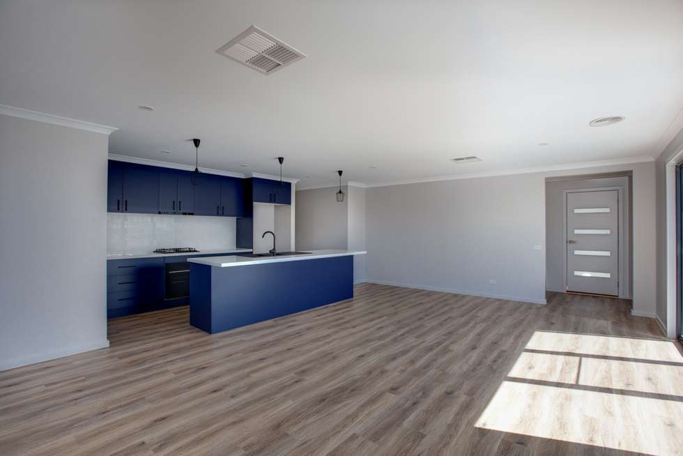 Third view of Homely townhouse listing, 2/89 Mitchell Street, Wodonga VIC 3690