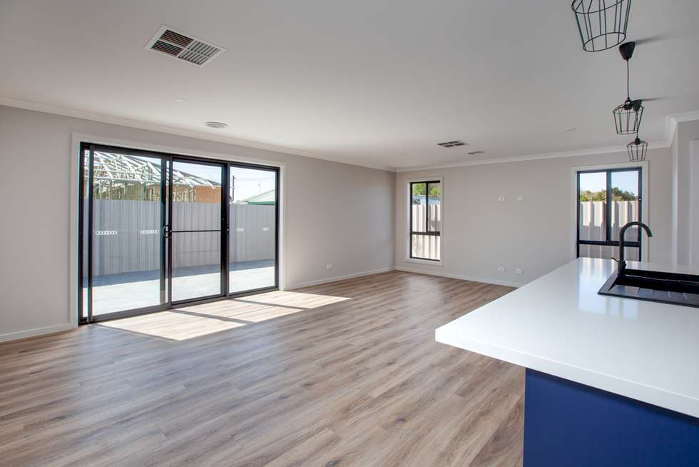 Fifth view of Homely townhouse listing, 2/89 Mitchell Street, Wodonga VIC 3690