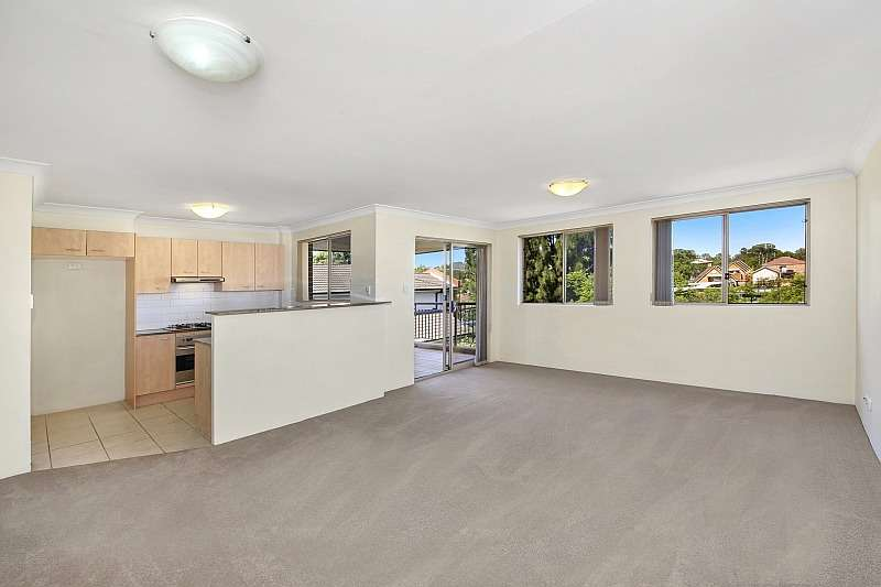 Main view of Homely unit listing, 10/3-5 Shortland Street, Point Frederick, NSW 2250