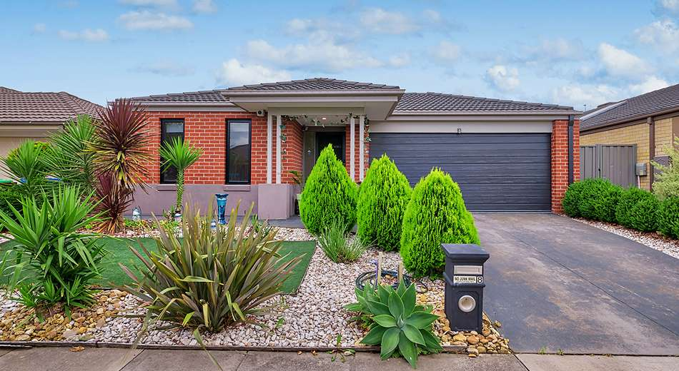 8 Beagle Street, Cranbourne East VIC 3977