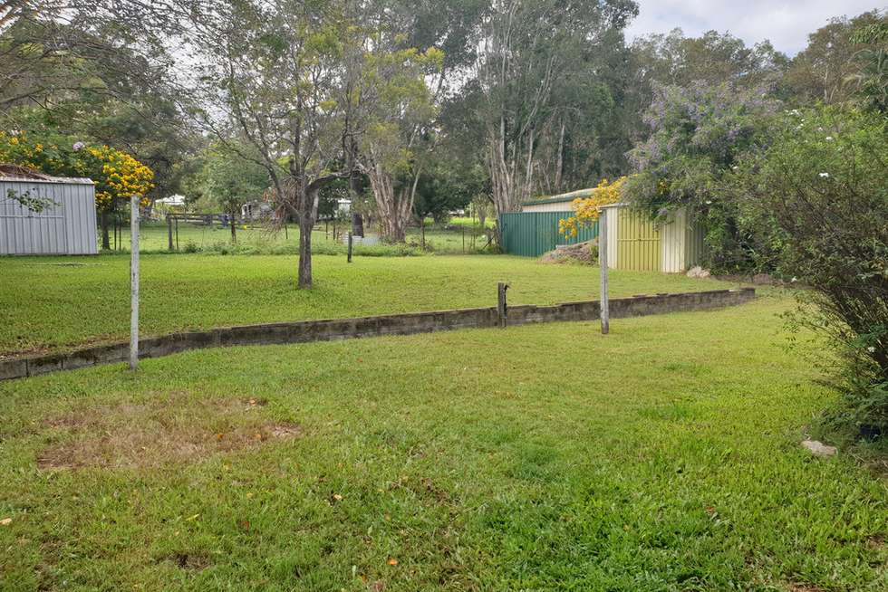 Second view of Homely lifestyle listing, 5 Daybell St, Woodford QLD 4514