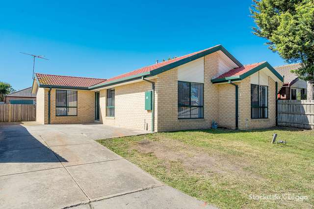 15 Flowers Close, Roxburgh Park VIC 3064