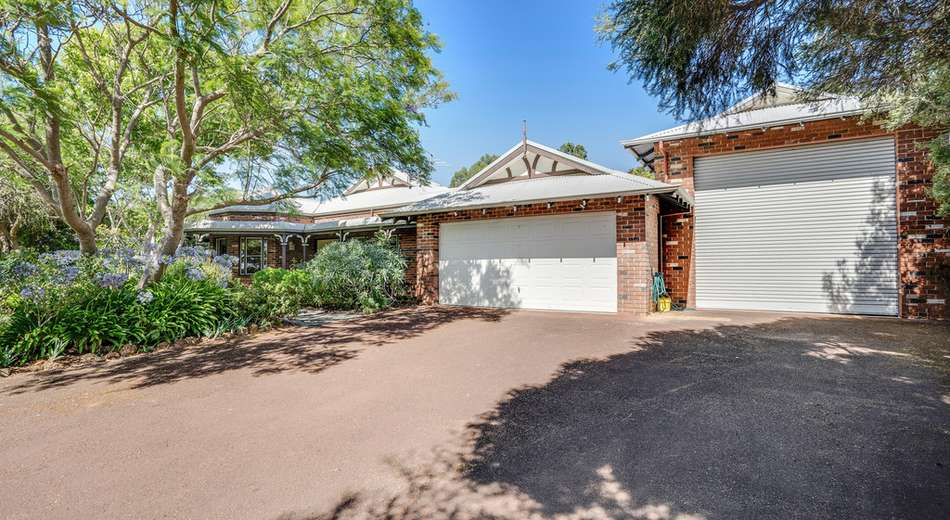 57 Dunsborough Lakes Drive