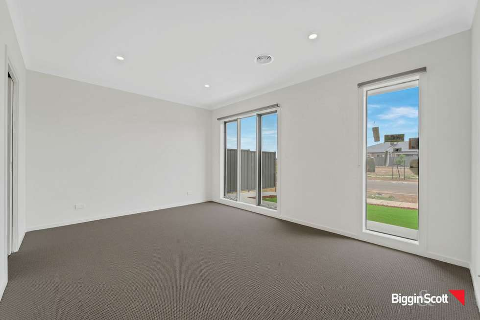 Second view of Homely house listing, 17 Headingley Grove, Strathtulloh VIC 3338