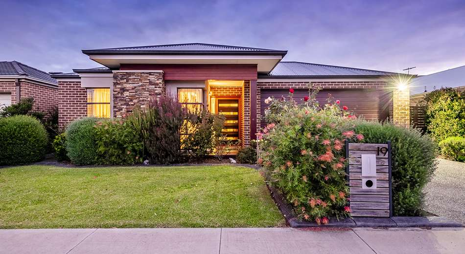 19 Union Street, Clyde North VIC 3978