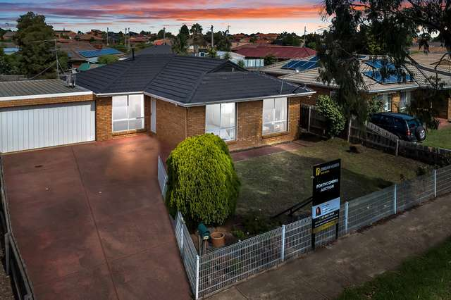 122 PRINCE OF WALES AVENUE, Mill Park VIC 3082