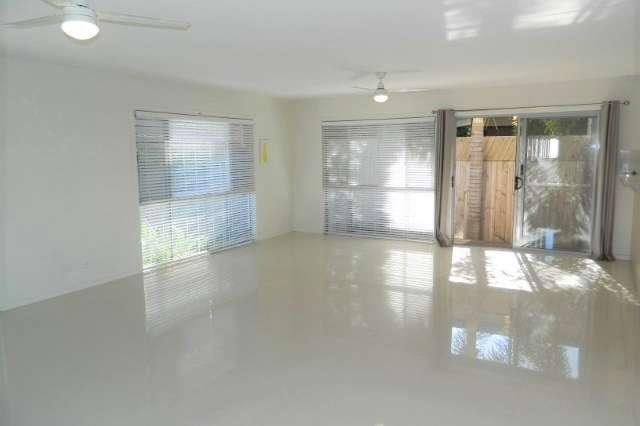 2/42 Sunshine Pde, Miami QLD 4220