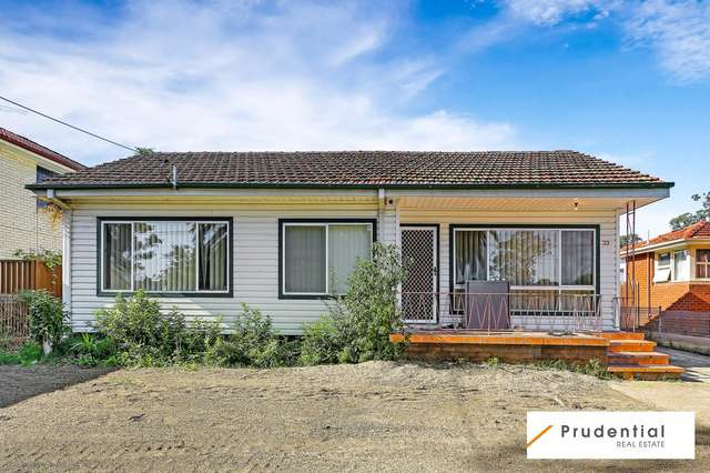 33 Hurlstone Avenue, Glenfield NSW 2167