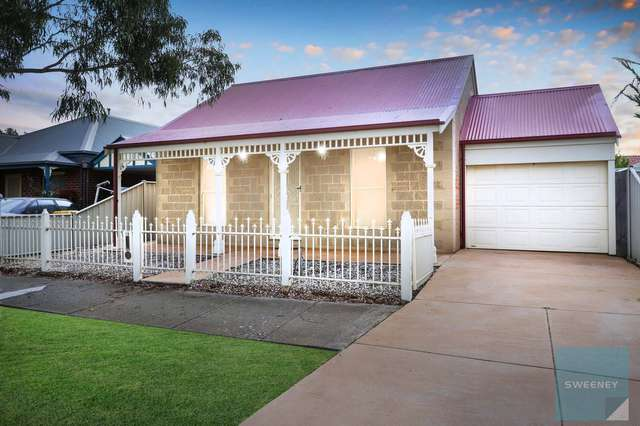 18 Sharrock Close, Caroline Springs VIC 3023