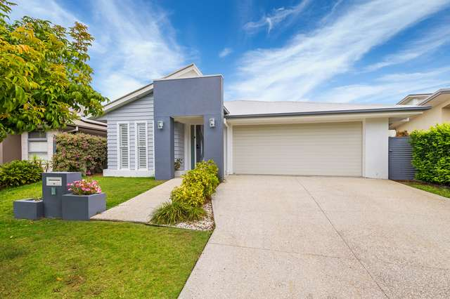 3 Flybridge Way, Hope Island QLD 4212