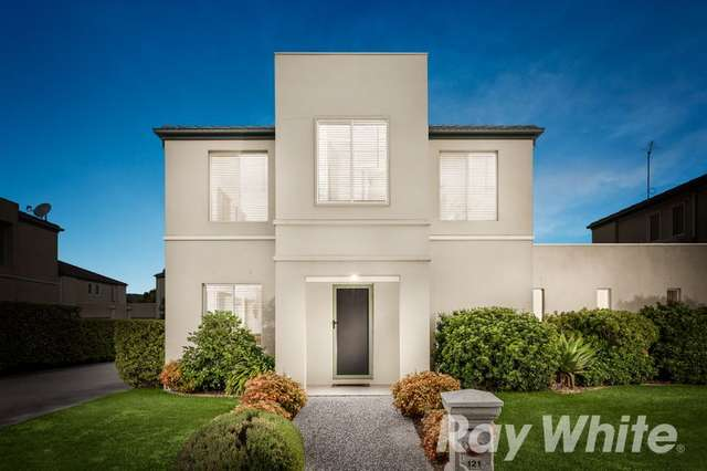 121 Sovereign Manors Crescent, Rowville VIC 3178