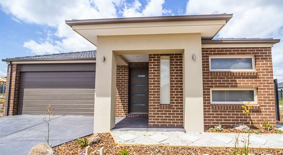 7 Calabrese Circuit, Clyde North VIC 3978
