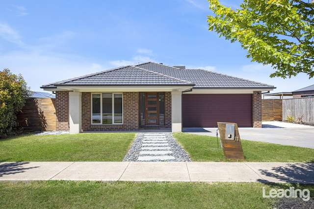 11 Greenfields Boulevard, Romsey VIC 3434