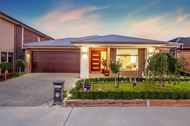 18 Bellhaven Circuit, Clyde North VIC 3978