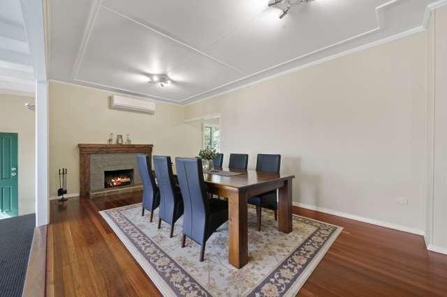6 Ross Street, Mount Lofty QLD 4350