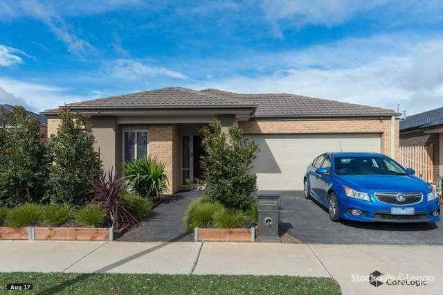 33 Blakewater Crescent, Melton South VIC 3338