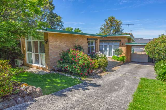 8 Simpson Drive, Mount Waverley VIC 3149
