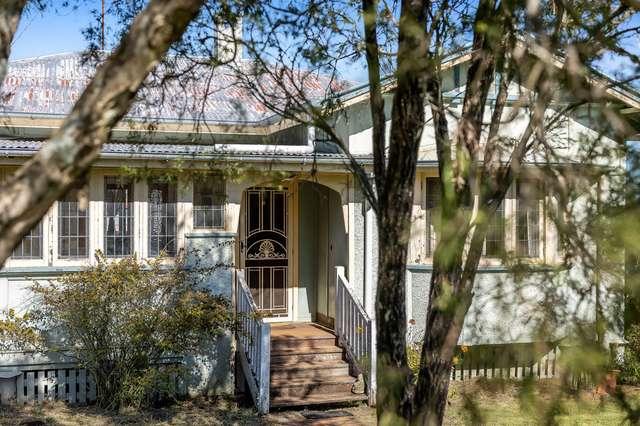 6 Lochel Street, Mount Lofty QLD 4350