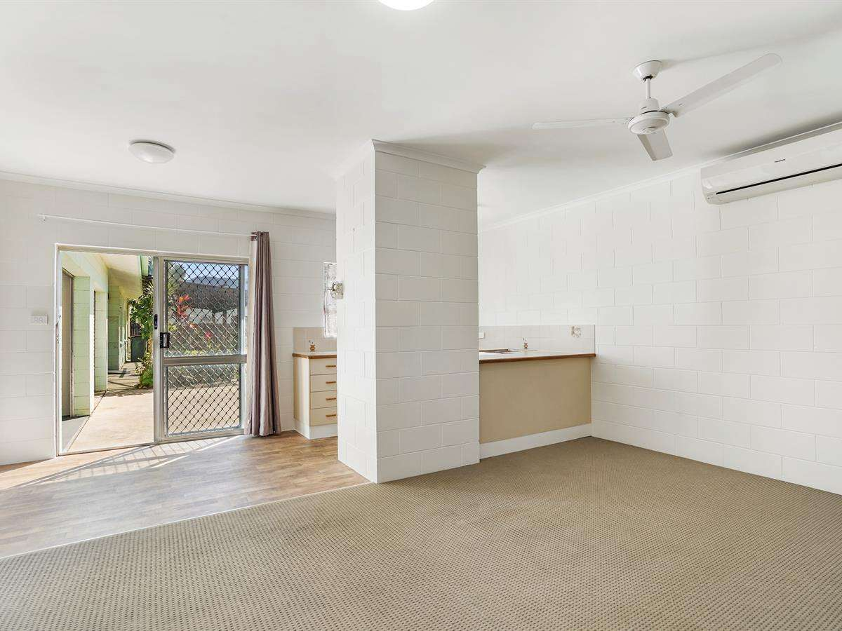 Main view of Homely semidetached listing, 1/5 Ireland Cres, Whitfield, QLD 4870