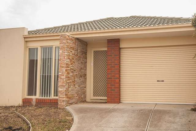 22 Broadwater Street, Manor Lakes VIC 3024