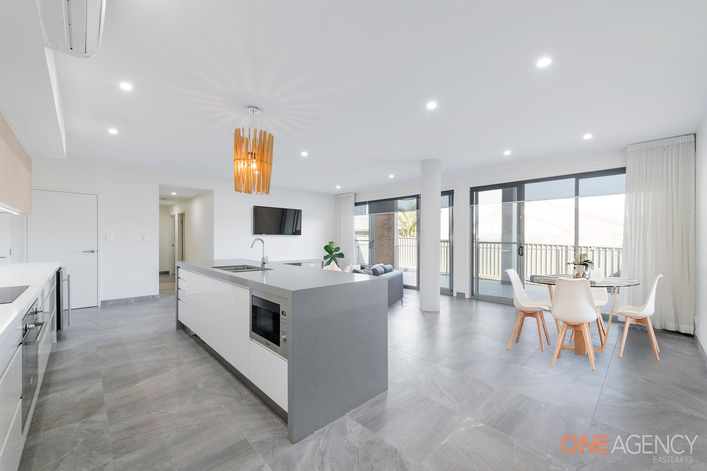 2/60 Caves Beach Road